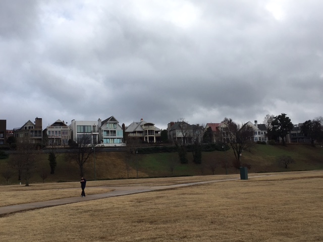 K9sOverCoffee | Walking in Memphis with 2 dogs in tow - Beautiful houses line the Riverwalk